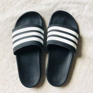 Adidas•Black Slides size 6